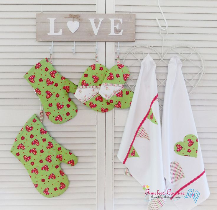 LOVE HEART - Set of Oven mitts, love heart pot holder and tea towel.