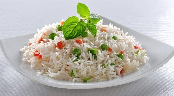 Arroz engorda? Matéria sobre arroz, diferença de tipos, calorias e quantidade diária de consumo