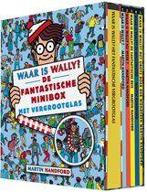 Verzamelbox met vijf leuke, kleine zoekboekjes. Ideaal formaat voor op reis en in de auto. Met het handige vergrootglas kun je Wally ook in de kleine boekjes goed zoeken. Met de populaire zoekboeken Waar is Wally?, Waar is Wally nu weer?, Waar is Wally? De fantastische reis, Waar is Wally? Het grote boek der wonderen en Waar is Wally? In Hollywood.