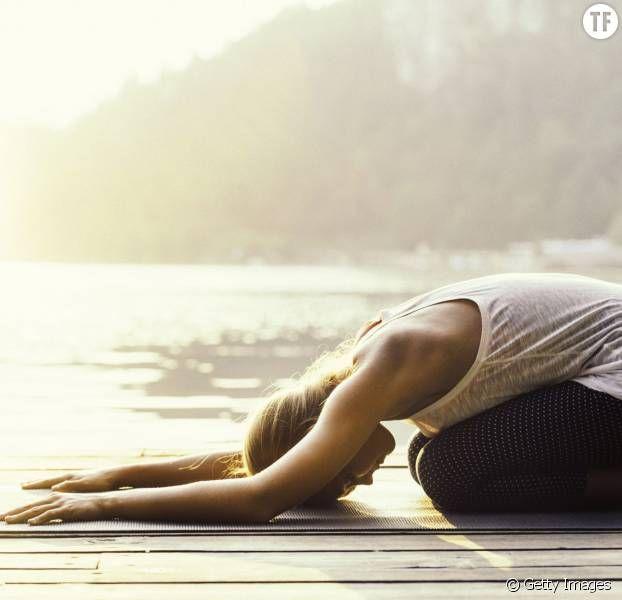 5 poses de yoga faciles pour soulager les douleurs aux cervicales.