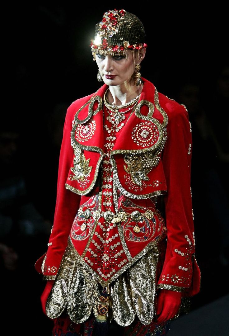 From Russia with love...  Slava Zaitsev creates exquisite Haute Couture straight out of a Russian Fairy Tale!  In his 70's, Slava is known as the 'Red Dior'.  In honor of the 100 year anniversary of Sergey Dyagilev's Seasons in Pairs, Slava's designs this year hark back to the world famous Ballets Russes, that kept Paris on its toes in the beginning of the 20th century.  His extravagant use of braids and ribbons, and rich jewel toned colors make me think of Russian Princesses.