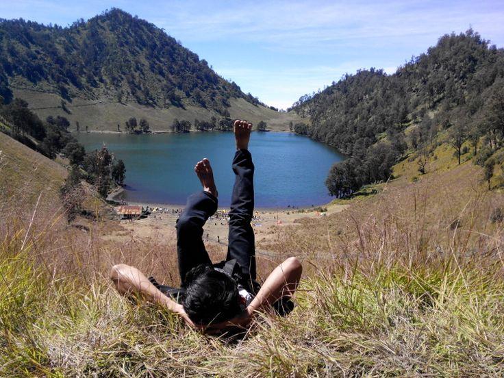 Danau Ranu Kumbolo. Danau alami yang menjadi primadona di Gunung Semeru #semeru #ranukumbolo