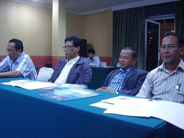 lhamdulillah, setelah melalui Rapat Koordinasi (Rakor) I dan II, akhirnya usai sudah seleksi naskah peserta Olimpiade Sastra Indonesia (OSI) Siswa SD Tingkat Nasional Tahun 2010 untuk menentukan 30 nominator yang layak mengikuti babak final yang rencananya akan berlangsung di Surabaya, 11 s.d. 15 Oktober 2010.