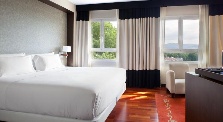NH Canciller Ayala Vitoria Vitoria-Gasteiz NH Canciller Ayala Vitoria has an ideal setting in the heart of Vitoria. It offers stylish rooms with flat-screen TVs, free Wi-Fi and a minibar.  The Canciller is set in Florida Park and offers views of Vitoria Cathedral and the Basque Parliament.