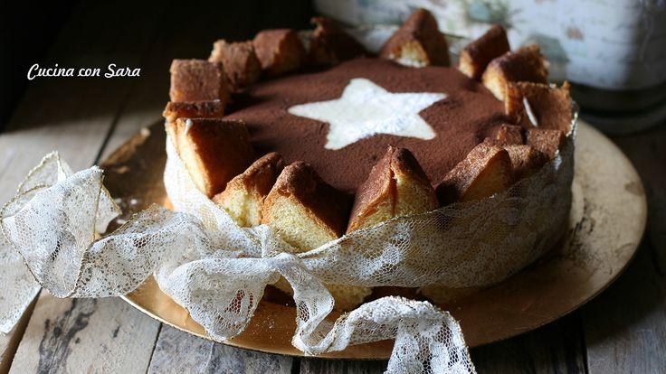 Volete portare in tavola un dolce originale? Provate la charlotte di pandoro con crema al mascarpone e ne sarete conquistati.