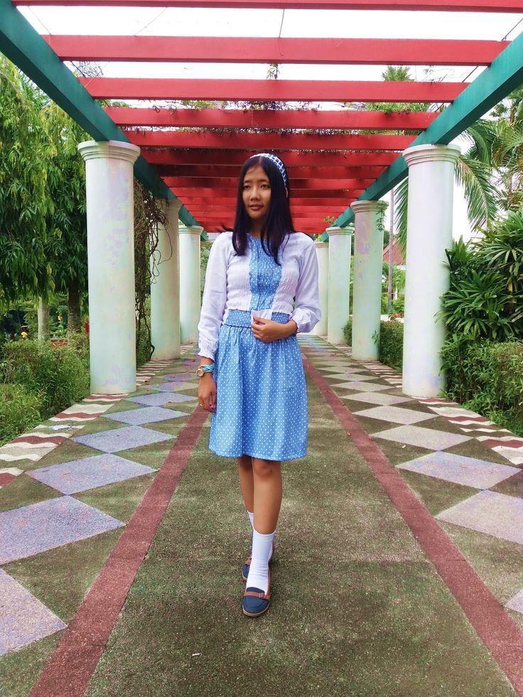 Alice in Wonderland, siapa 'sih yang ngga kenal salah film buatan Disney? Menceritakan seorang gadis bernama Alice yang terjatuh ke dalam lorong panjang dan membawanya ke Wonderland. Hal itu …