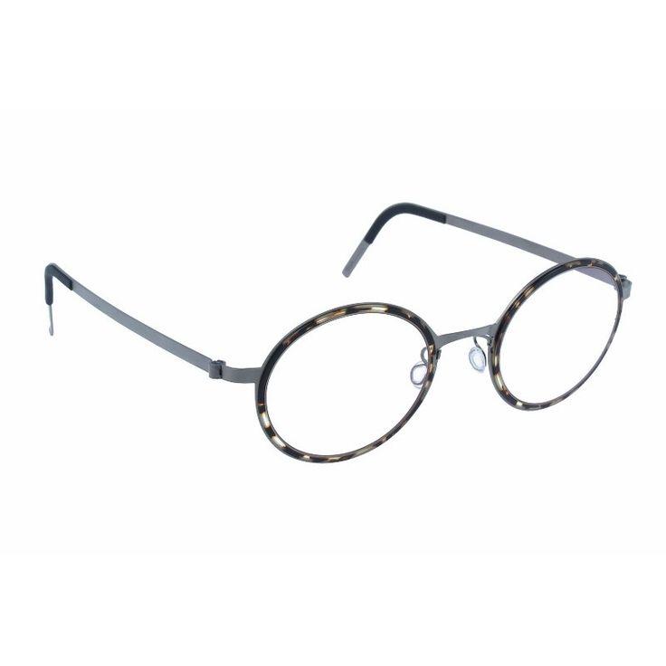 Brillen der Marke LINDBERG für Herrenbrillen, Modell LINDBERG 9707 K85 415 10 46 22, mit Bezug M0011798, mit Modern et Elegant Stil.Sie verfügen über eine Vollrand Rahmen, der aus Metall, mit einem(n) Rund und Oval Form, in Braun, Blei und Light brown Farbe. Ihre Größe ist 46mm und ist die Brückenbreite 22mm, mit einer Gesamtrahmenbreite von 68mm. Diese Gläser sind für optische Korrekturgläser. Das sind Spitzenprodukte unter den Gläsern, von hochwertigen Materialien, moderne Gläser, die…