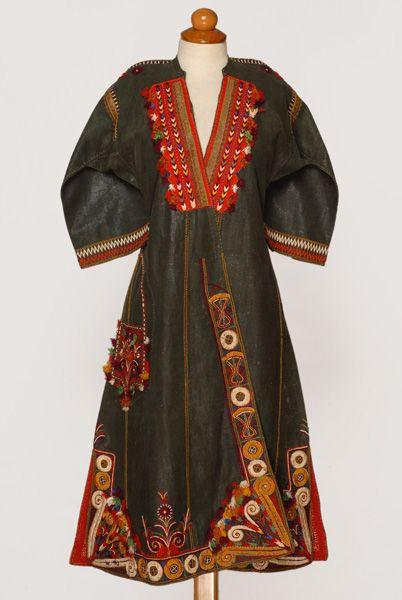 Tlikoustos sayias, dyed glazed dress open at the front, Thessaloniki