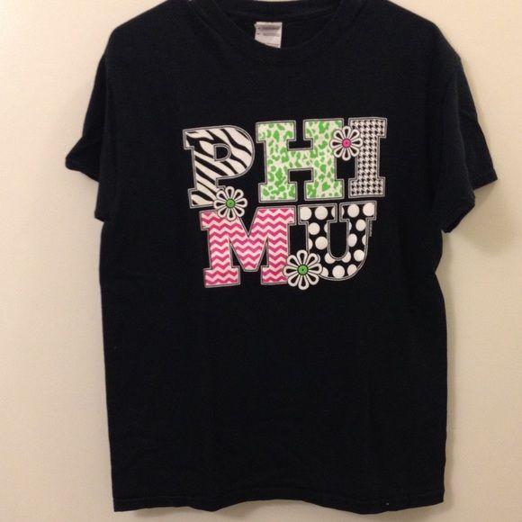 Phi Mu Shirt 100% cotton. Worn a few times. Crew neck. Gildan Tops Tees - Short Sleeve