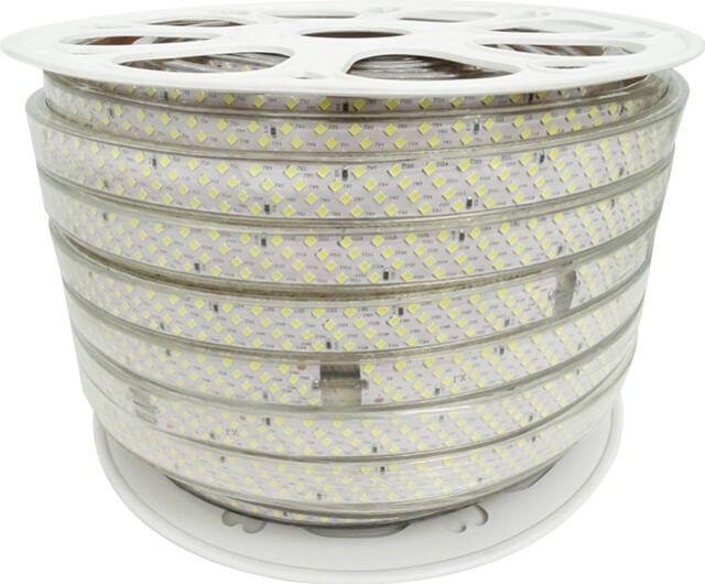 Intensitatea luminoasa deosebita a BENZII LED 368x2835 22W ALB RECE 220V este data de cele 368 LED-uri 2835, in temperatura alb rece, care consuma 22W/m. Banda este alimentata la 220V printr-o mufa speciala, comercializata individual.