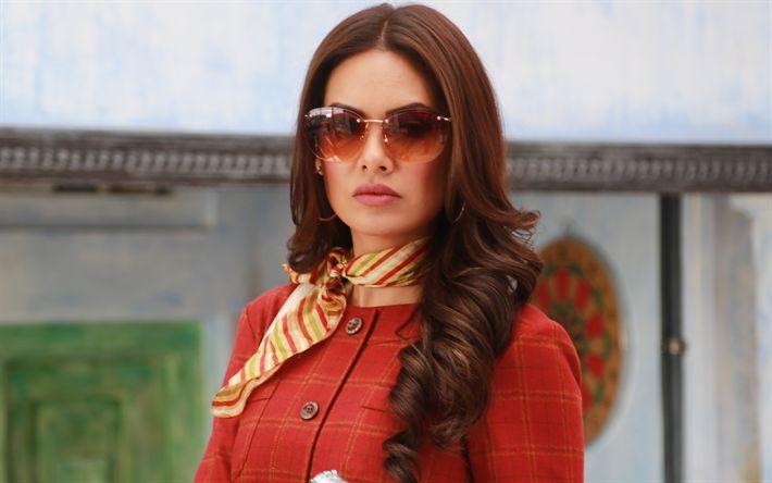 Hämta bilder Esha Gupta, 4K, Indiska skådespelare, porträtt, kvinna med glasögon, Bollywood, Indiska kvinnor
