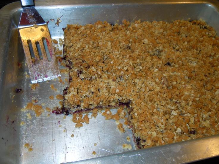 Blueberry Oatmeal Streusel Bars  http://www.yummly.com/recipe/Blueberry-Oatmeal-Streusel-Bars-Food_com-82181