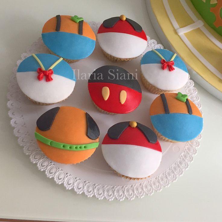 """Cupcakes a tema Topolino e i suoi amici ☺️ #instafood #ilas #ilassweetness #cupcakes #topolino #mickymouse #disney #pastadizucchero #sugarpaste #compleanno #birthday #happybirthday #birthdayparty  Per info e richieste contattami qui  www.facebook.com/ilascake  e se ti va metti """"mi piace"""" alla mia pagina 👍🏻"""