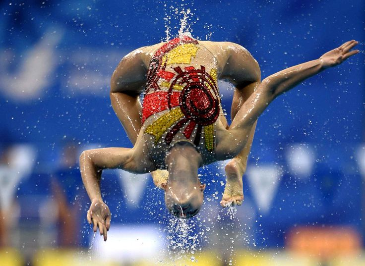 An Uzbekistan swimmer competes in the team technical routine synchronised swimming event during the 2014 Asian Games at the Munhak Park Tae-hwan Aquatics Center in Incheon on September 21, 2014.        AFP PHOTO / MARTIN BUREAU