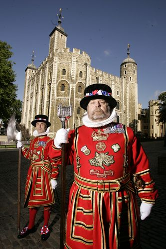 Cheif Yeoman Warder and Yeoman Jailer outside the White Tower at the Tower of London