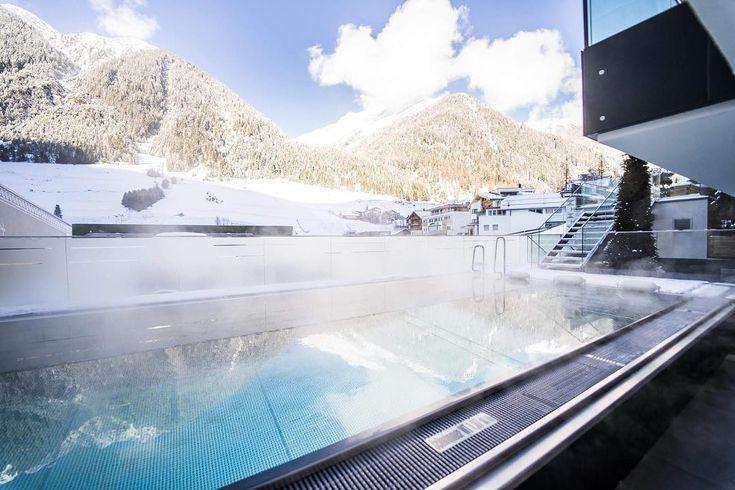 RELAX if you can..... Nach einem super Skitag... eintauchen in unseren beheizten Außenpool! #skifahren #snow #powder #winter #winterwonderland #wellness #spa #pool #vital #chillen #ischgl #sporthotelsilvrettaischgl