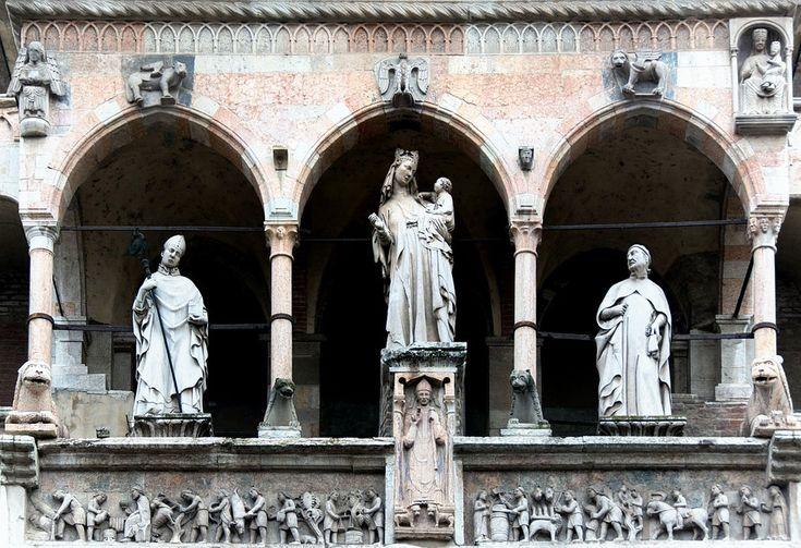 Marco Romano, Madonna fra Santi, Facciata del Duomo di Cremona