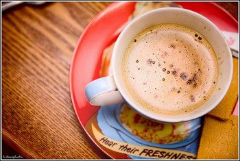 朝目覚めると、飲みたくなるコーヒー。 目覚めをすっきりさせる以外にも身体にいい効果が得られることがわかりました! コーヒーをよく飲む方はガンのリスクが低下する他、含まれるポリフェノールがシミに効果的だったり、メタボ解消の手助けになったり、嬉しい効果がたくさんあるのです。