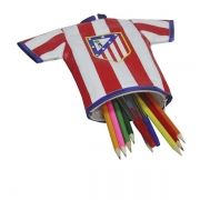 Estuche portatodo con forma de camiseta del Atlético de Madrid...: http://www.pequenosgigantes.es/pequenosgigantes/4383880/estuche-portatodo-camiseta-atletico-de-madrid.html