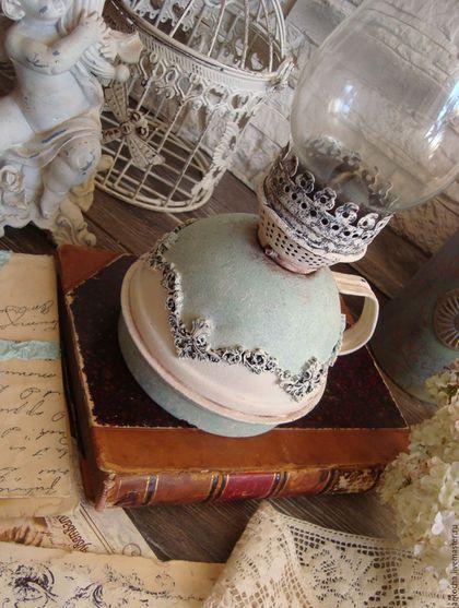Купить или заказать Лампа керосиновая '...И лампы огонек...' в интернет-магазине на Ярмарке Мастеров. светлая, легкая и немного романтичная винтажная керосиновая лампа... старая добрая Англия... спальня или гостиная с розами, обои в цветочек, фарфоровые фигурки, салфеточки...керосиновая лампа...