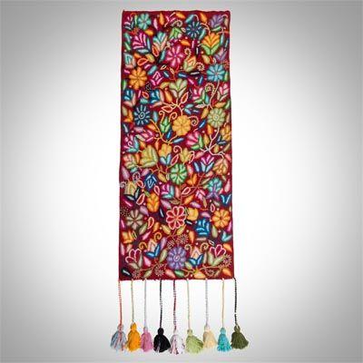 Camino de mesa en telar a pedal con bordado crespo: Ayacucho ¡Descubre más sobre la artesanía peruana!