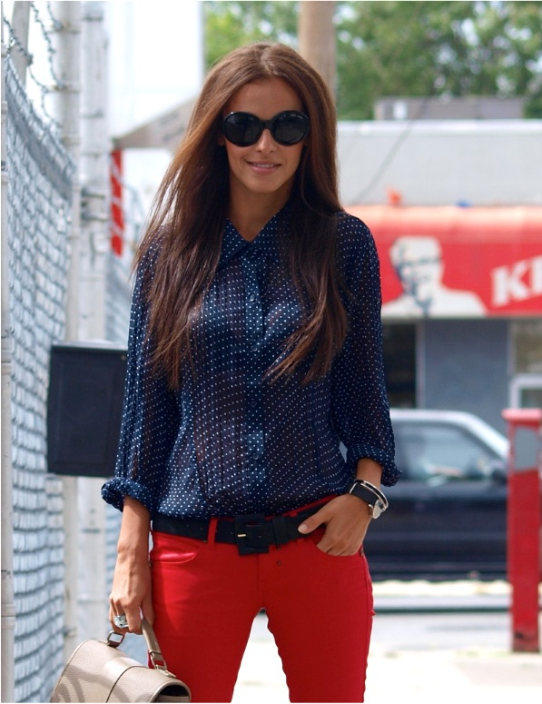 I'm generally not a fan of coloured pants, however there's something about this outfit that I like :)