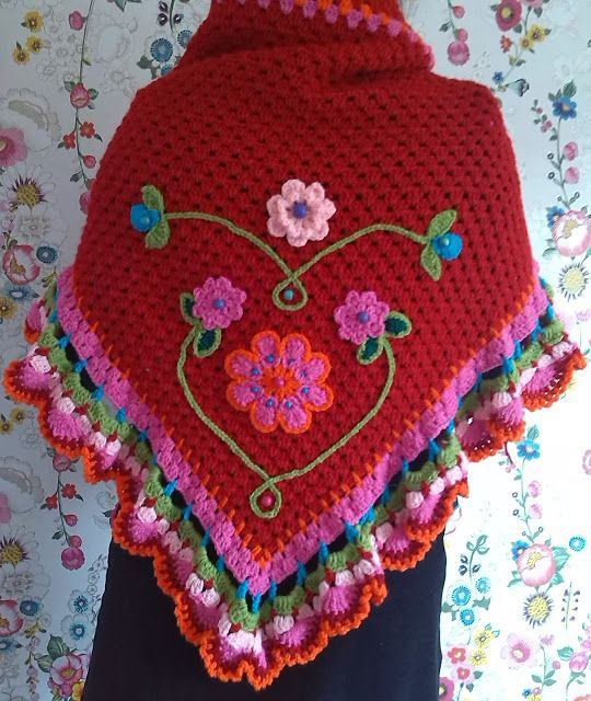 Beautiful crochet shawl ♥LCP-MRS♥ no diagram, but easy to make. ---Ambela: Brandweer Rood