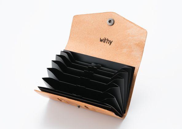 7 つのポケットに名刺やカード類を効率的に整理、携帯することができます。