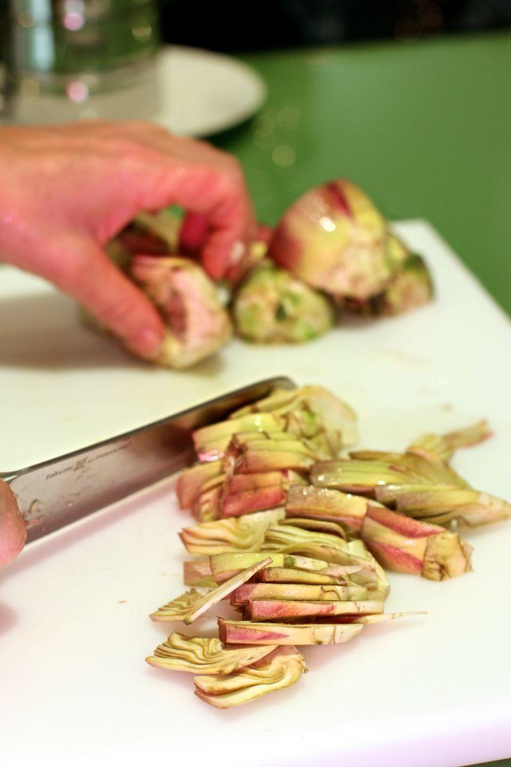 """""""... Così finisce in pace la carriera del vegetale armato che si chiama carciofo, poi squama per squama spogliamo la delizia e mangiamo la pacifica pasta del suo cuore verde."""" - Pablo Neruda - Ode al carciofo"""