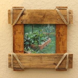 Rustic Western style picture frame made from reclaimed pallet wood. Available at www.bommaritoglassworks.com and https://www.etsy.com/shop/BommaritoGlassworks