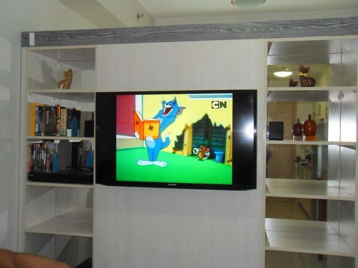 """Wide 40"""" flat screen TV, DVD player and discs, cable TV channels and free wi-fi"""