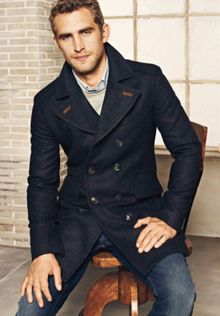 """Abrigo para el hombre; el """"coat"""" del caballero. Sabemos por su marcado carácter formal es de adecuado y preferente uso acompañando al traje. El abrigo clásico es de una belleza sin par, y viste como ninguna otra prenda."""