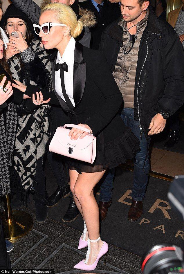 lady-gaga-victorias-secret-valentin-yudashkin-spring-haute-couture-tuxedo-dress-casadei-pumps-pierre-mantoux-socks-2