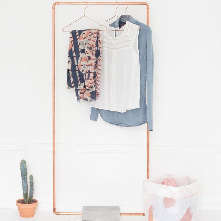 Un portant à vêtements en cuivre et en béton - Marie Claire Idées @hejublog  -How to organize your dressing DIY