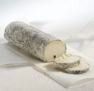 Sainte Maure de Touraine french Cheese // region : Centre // milk : goat // (queso frances, fromage aop)..................... Crédits photos : V.Ribaut / Studios Associés /CNIEL