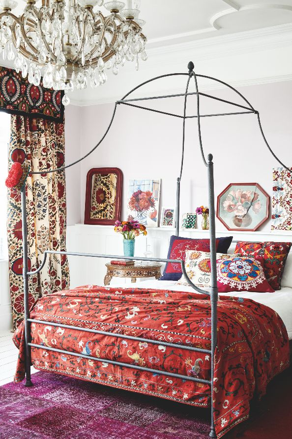 Could you resist this bed? It's covered in an antique suzani dating to the 1900s and from Uzbekistan.  Discover more of these amazing textiles here: http://www.homesandantiques.com/feature/antiques/textiles/how-decorate-antique-asian-suzanis  Photo: Katya de Grunwald