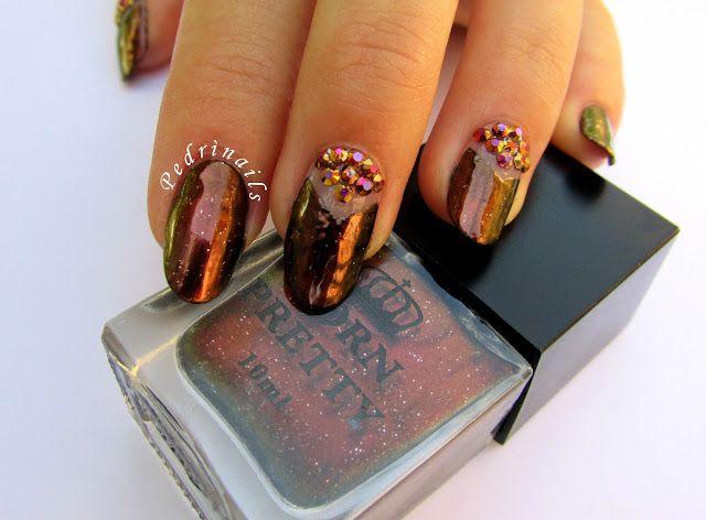 Chameleon doppio spazio negativo chevron luna manicure - Pedrìnails Foto ©