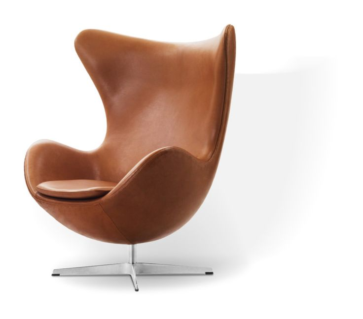 Ägget är en klassisk fåtölj, formgiven av Arne Jacobsen. Alla de imponerande egenskaper som dansk design briljerade med under 50-talet har tydligt genomsyrat den äggformade fåtöljen. Med sina vackra kurvor får fåtöljen ett varmt inbjudande uttryck där det böjda ryggskalet behagligt omsveper hela kroppen. Detta gör att du kan sitta bekvämt under långa perioder, i flera olika positioner.