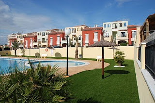 """""""AGUAS NUEVAS"""" TOWNHOUSES. TORREVIEJA.  Altos de la Bahia is a housing estate located on the outskirts of Torrevieja in an area known as Aguas Nuevas , in which we have already built over 1.200 houses.    The area is very close to a vast range of services such as restaurants, supermarkets, shopping centres and the market that is held on Fridays in Torrevieja. The beach of la Mata is also just a few minutes away."""