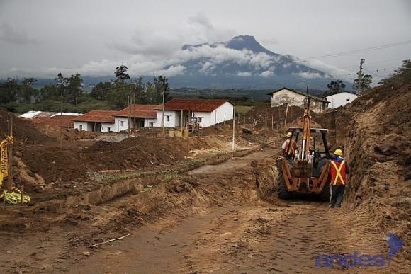 Ecuador 200 estudiantes serán los primeros residentes de la Ciudad del Conocimiento desde enero de 2014 Los edificios patrimoniales, como las casas de los trabajadores del ex ingenio, son preservadas y serán utilizadas como residencia para estudiantes.