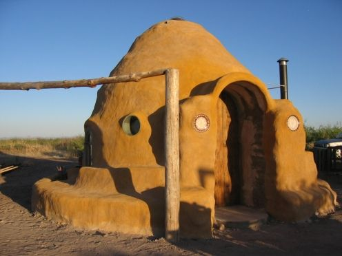 "I <3 the look of this. It looks just like the entrance to Uncle Owen and Aunt Boru's home on Tatooine in ""Star Wars"". - Earthbag Building: Ransom Ranch Dome"