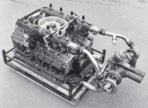 The 917-52 Can-Am engine developed 1,100 horsepower at 7,800 rpm from 5.4 liters displacement. It delivered 820 pounds-feet torque at 6,400 rpm. Bore and stroke measured 90 by 70.4 millimeters. The wastegate sat above and between the two large KKK turbochargers. Porsche Archive