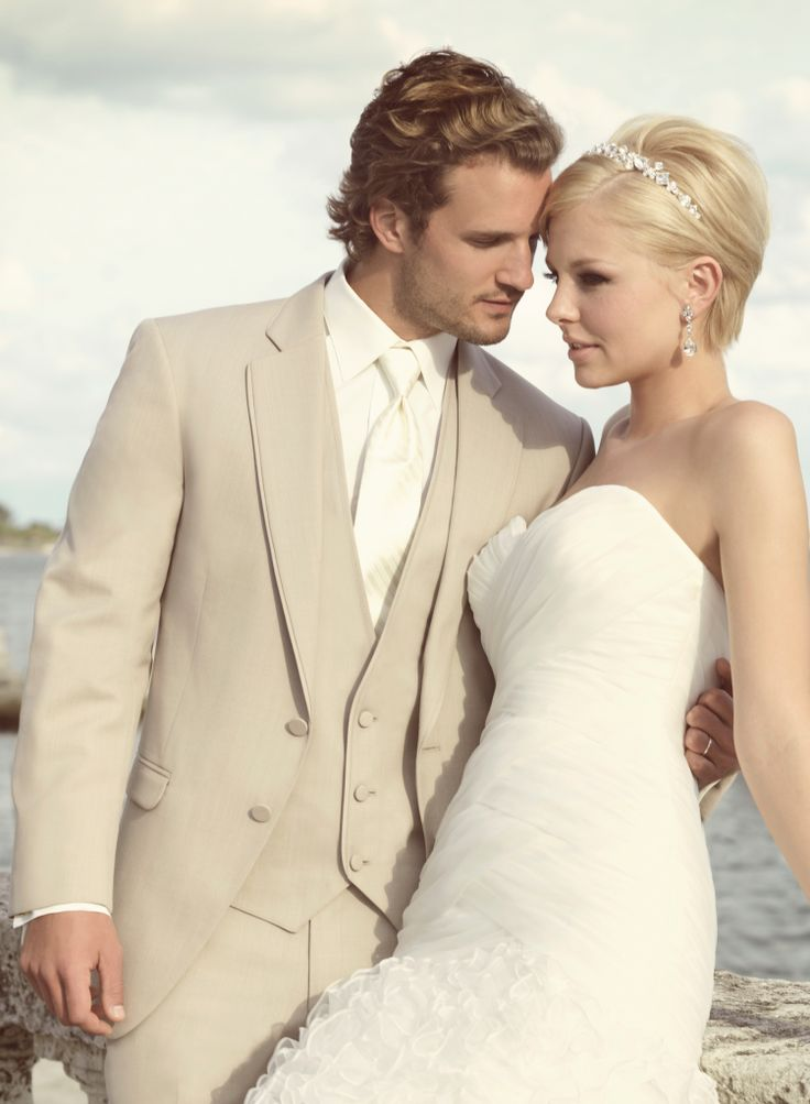 Tan is such a new and upcoming color for mens wedding wear. To learn about this fabulous Knoxville tuxedo shop, click the image above. Photo credit: Regal Tuxedo