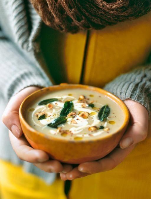 寒い季節になると、部屋を暖かくするだけでなく、温かい食べ物が恋しくなりますよね。冬においしく食べられる旬の食材は、ぽかぽか料理にぴったりなものが多いんです。ここでは、寒い季節においしく食べられる旬の食材で、心も体も温まるレシピをご紹介します。