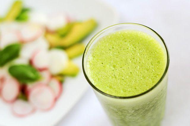 Weganie: Rzodkiewka, avocado i szpinak na śniadanie
