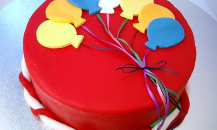 Balloon birthday cake - Kidspot