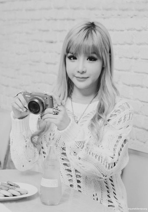 I love this pic of Bom!! Come visit kpopcity.net for the largest discount fashion store in the world!!