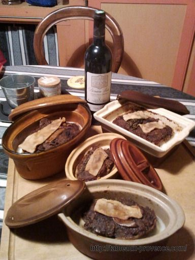faisan, poivre, feuille de laurier, échalote, oeuf, quatre-épices, lard, lard, porto, noisette, marjolaine, sel, barde de lard, cognac