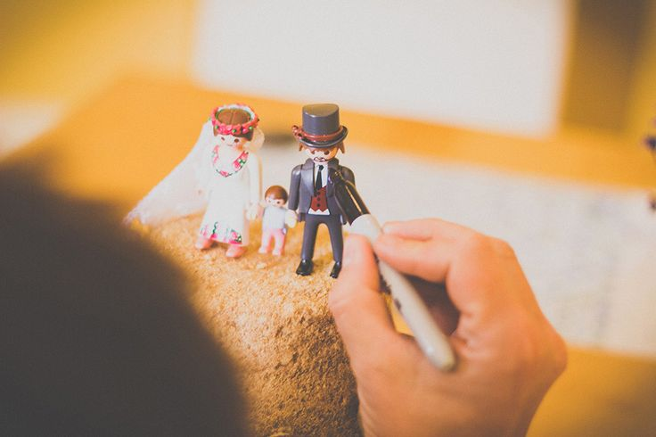 oye, que tarta más chuli!!! #playmobil # novios Coastal Cornish Wedding: Betty & Johnny