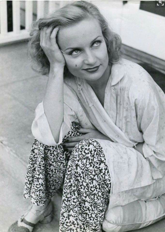 Carole Lombard, if looks could kill...